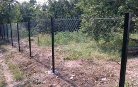 забор из сетки рабицы натяжной