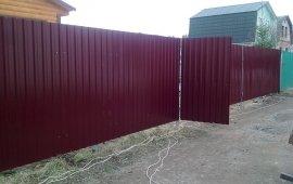 калитка и вертикальный забор из профлиста