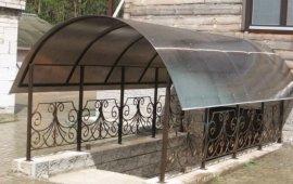кованые козырьки и крыша из поликарбоната